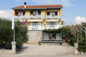 Rooms & Apartment Marina