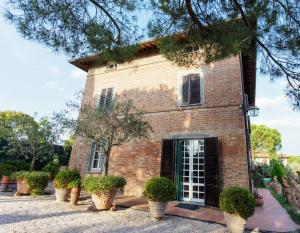 Castiglione del Lago Villa Sleeps 12 Pool - AbcAlberghi.com