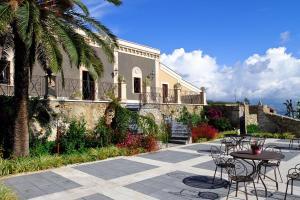 Centuripe Villa Sleeps 12 Pool Air Con WiFi - AbcAlberghi.com