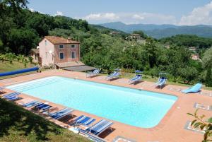 Lucca Villa Sleeps 15 Pool WiFi - AbcAlberghi.com