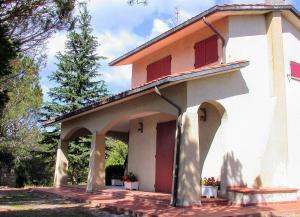 Tuoro sul Trasimeno Villa Sleeps 8 Pool WiFi - AbcAlberghi.com