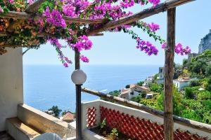 Amalfi Villa Sleeps 8 Air Con WiFi - AbcAlberghi.com