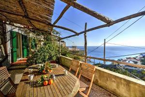 Amalfi Villa Sleeps 4 Air Con - AbcAlberghi.com