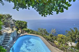 Arienzo Villa Sleeps 6 Pool Air Con WiFi - AbcAlberghi.com