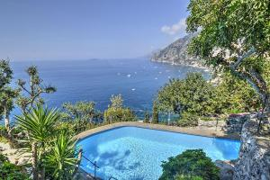 Arienzo Villa Sleeps 4 Pool Air Con WiFi - AbcAlberghi.com