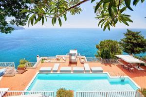 Amalfi Villa Sleeps 9 Pool Air Con WiFi - AbcAlberghi.com