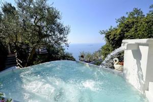 Positano Villa Sleeps 8 Pool Air Con WiFi - AbcAlberghi.com
