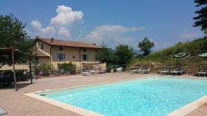 Serravalle Pistoiese Villa Sleeps 18 Pool WiFi