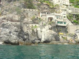 Minori Villa Sleeps 6 Air Con WiFi - AbcAlberghi.com