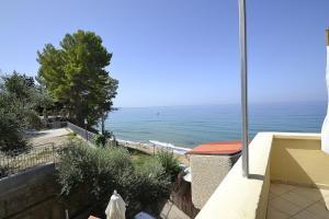 Santa Maria Villa Sleeps 4 Air Con WiFi - AbcAlberghi.com