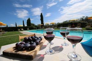 Castiglione del Lago Villa Sleeps 6 Pool WiFi - AbcAlberghi.com