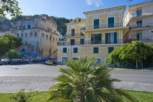 Vietri sul Mare Villa Sleeps 3 Air Con WiFi - AbcAlberghi.com