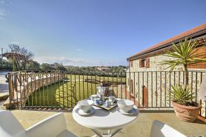 Santa Maria Villa Sleeps 4 WiFi - AbcAlberghi.com