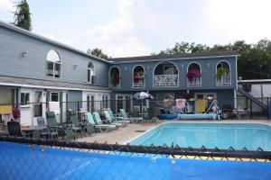 Kingsbridge Inn / Bon-Air Motel.  Photo 20