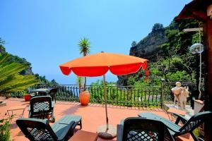 Vettica Maggiore Villa Sleeps 9 WiFi - AbcAlberghi.com