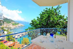 Amalfi Apartment Sleeps 4 Air Con - AbcAlberghi.com