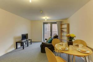 obrázek - 1BR apartment, walking distance from the Curve Theatre!