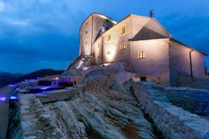 Naro Villa Sleeps 12 WiFi - Hotel - Abbadia di Naro
