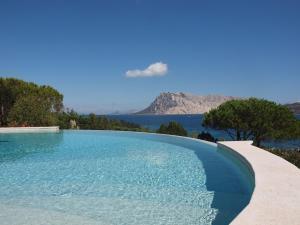 Capo Coda Cavallo Villa Sleeps 15 Pool Air Con WiF - AbcAlberghi.com