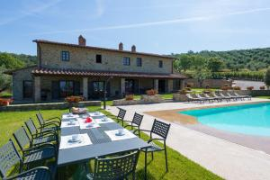 Pieve Confini Villa Sleeps 14 Pool Air Con WiFi - AbcAlberghi.com