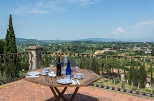 Florence Villa Sleeps 9 Pool Air Con WiFi - AbcAlberghi.com