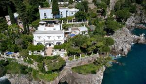 Montepertuso Villa Sleeps 4 Pool Air Con WiFi - AbcAlberghi.com