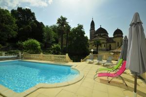 Riberac Villa Sleeps 10 Pool WiFi