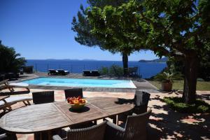 obrázek - Cavaliere Villa Sleeps 6 Pool Air Con WiFi