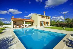 Porec Villa Sleeps 6 Pool Air Con WiFi - Ladrovići