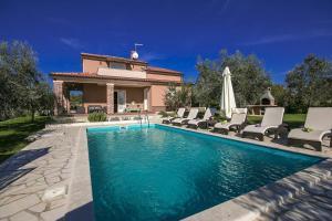 Labinci Villa Sleeps 8 Pool Air Con WiFi - Labinci