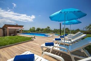 Brnobici Villa Sleeps 6 Pool Air Con WiFi - Labinci