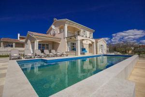 Labinci Villa Sleeps 6 Pool Air Con WiFi - Labinci