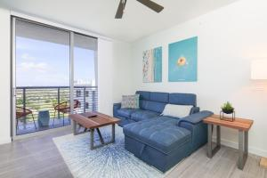 Luxury Condo Short Drive to the Beach