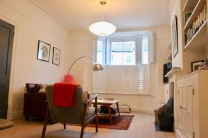 Stylish 4 Bedroom Family Home - Hove