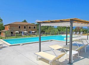 Castiglione del Lago Apartment Sleeps 10 Pool WiFi - AbcAlberghi.com
