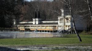 Kaiser Apartman, Ferienwohnungen  Hévíz - big - 16