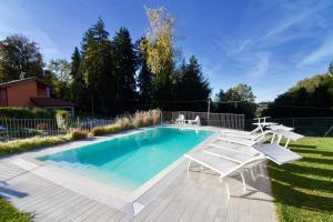 Besozzo Villa Sleeps 6 Pool - AbcAlberghi.com