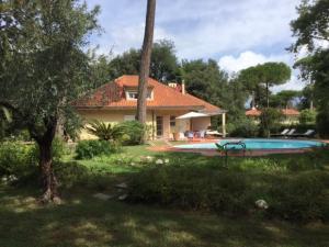 Motrone di Versilia Villa Sleeps 8 Pool - AbcAlberghi.com