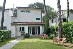 Capanne-Prato-Cinquale Apartment Sleeps 6 Pool - AbcAlberghi.com