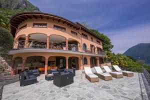 Cressogno Villa Sleeps 10 Pool Air Con - AbcAlberghi.com