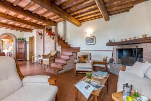 Corsanico-Bargecchia Villa Sleeps 6 - AbcAlberghi.com