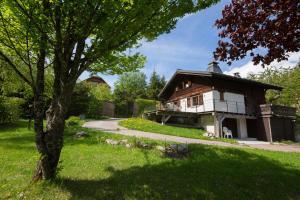 Les Tines Chalet Sleeps 12 - Hotel - Chamonix