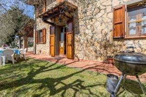 Corsanico-Bargecchia Villa Sleeps 4 - AbcAlberghi.com