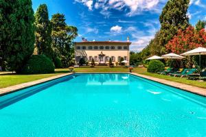 Lucca Villa Sleeps 14 Pool - AbcAlberghi.com