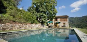 Bozzano Villa Sleeps 10 Pool WiFi - AbcAlberghi.com