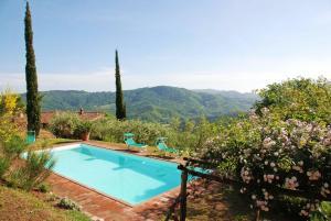 San Martino in Freddana-Monsagrati Villa Sleeps 10 - AbcAlberghi.com