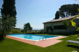 Petrignano Villa Sleeps 10 Pool Air Con WiFi - AbcAlberghi.com