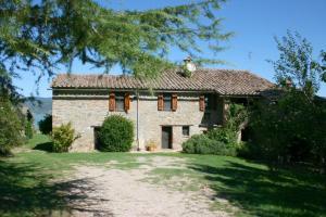 Monte del Lago Villa Sleeps 12 Pool WiFi - AbcAlberghi.com