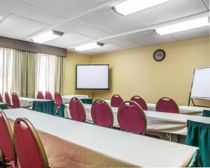 Comfort Inn Lehigh Valley West, Hotels  Fogelsville - big - 19
