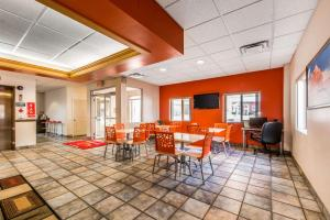 Econo Lodge Johnstown, Hotels - Johnstown